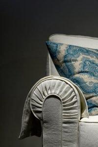 Divano classico lineare tessuto, modello Luigi XIV | Gobbo Salotti