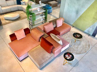 Divano design moderno a moduli componibili con penisola con schienale mobile pelle e tessuto, modello Cubiko | Gobbo Salotti