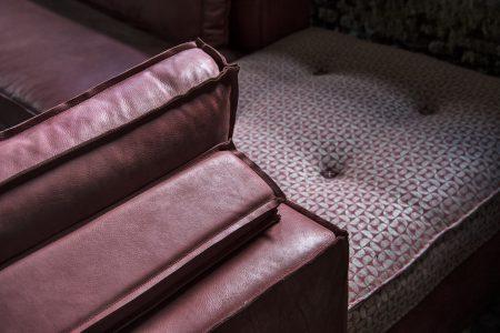 Divano moderno vintage angolare lineare pelle e tessuto, modello Sandy-C | Gobbo Salotti