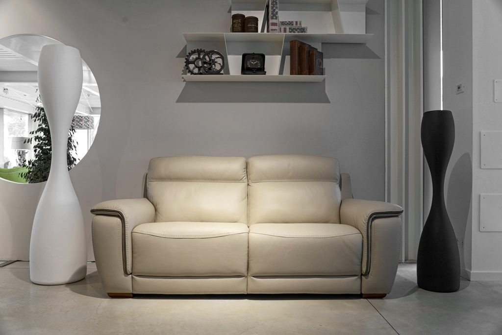 Divano moderno angolare lineare con relax con poggiatesta reclinabile pelle, modello Fausto | Gobbo Salotti