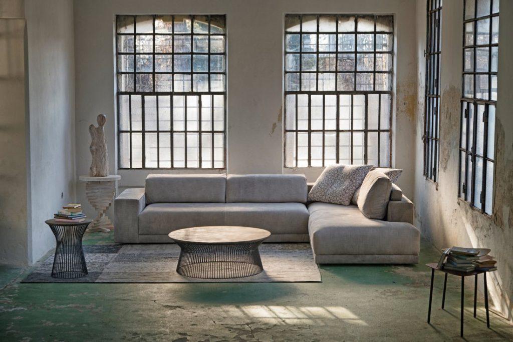 Divano design moderno angolare con poggiatesta reclinabile lineare pelle e tessuto, modello Marshall | Gobbo Salotti