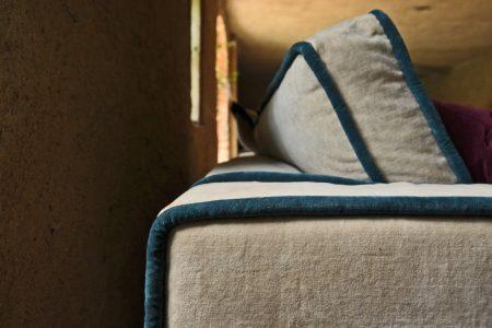 Divano moderno vintage angolare lineare tessuto, modello Saturno | Gobbo Salotti
