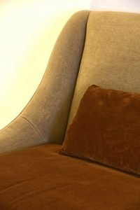 Divano vintage lineare pelle e tessuto, modello Paola | Gobbo Salotti