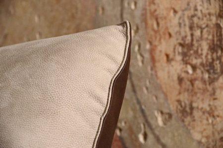 Divano design moderno angolare lineare con schienale mobile pelle e tessuto, modello Sting | Gobbo Salotti