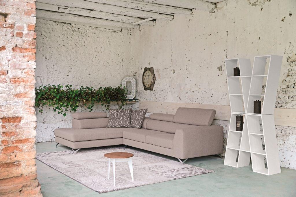 Divano design moderno angolare con poggiatesta reclinabile con sedute scorrevoli lineare pelle e tessuto, modello River   Gobbo Salotti