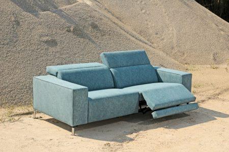 Divano design moderno angolare lineare con relax con poggiatesta reclinabile pelle e tessuto, modello Tomas   Gobbo Salotti