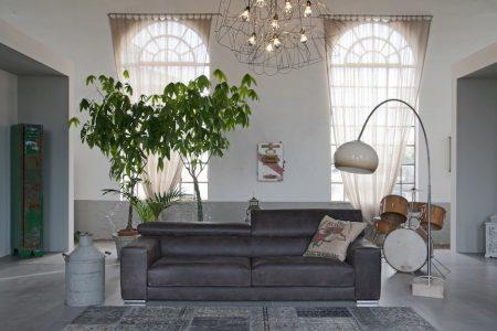 Divano moderno angolare lineare con poggiatesta reclinabile con sedute scorrevoli pelle e tessuto, modello Vilnius   Gobbo Salotti