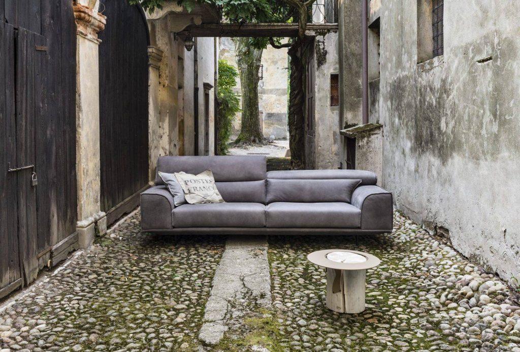 Divano design moderno angolare con poggiatesta reclinabile lineare pelle e tessuto, modello Frank | Gobbo Salotti