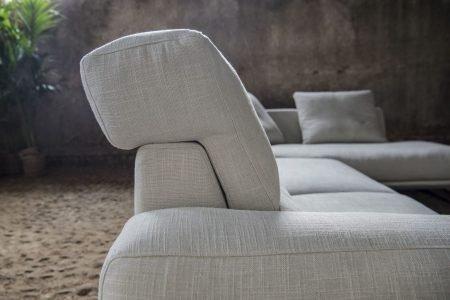 Divano moderno angolare lineare con schienale mobile pelle e tessuto, modello Dorial | Gobbo Salotti