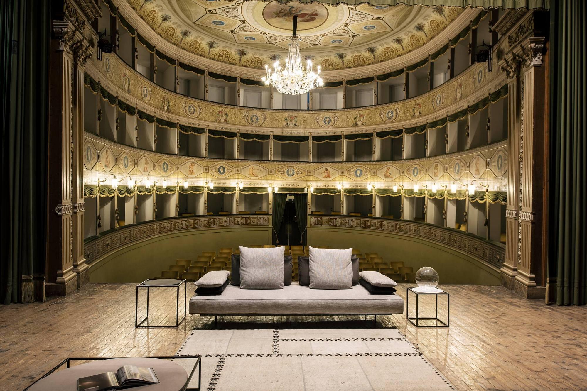 Divani Su Misura Milano divano milano angolare, lineare, con schienale mobile