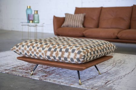 Divano moderno vintage angolare lineare con poggiatesta reclinabile con schienale mobile pelle e tessuto, modello Anita | Gobbo Salotti