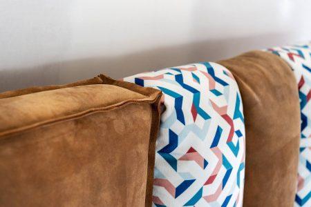 Letto con contenitore moderno vintage pelle e tessuto, modello Evergreen | Gobbo Salotti