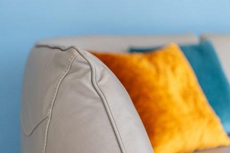 Divano moderno angolare lineare con relax pelle e tessuto, modello Pupillo | Gobbo Salotti